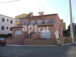 New home - Houses in, 185.00 m², 3 bedrooms, near bus and train, new