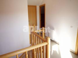 For rent flat, 100 m², near bus and train, almost new