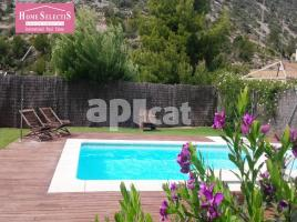 Houses (detached house), 265 m², near bus and train, almost new