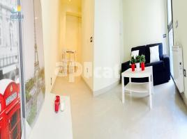 Flat, 80 m², near bus and train, almost new