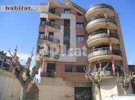 Flat, 92 m², near bus and train, almost new