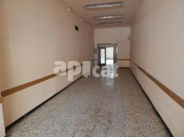 For rent business premises, 77.00 m², near bus and train
