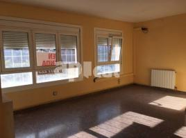 Flat, 99 m², near bus and train, CENTRE