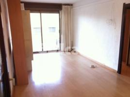 For rent flat, 74 m², near bus and train