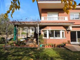 Houses (detached house), 440 m², near bus and train, almost new