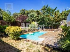 Houses (detached house), 318 m², near bus and train, almost new