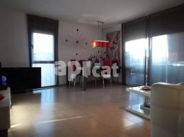 Flat, 80.00 m², near bus and train, almost new