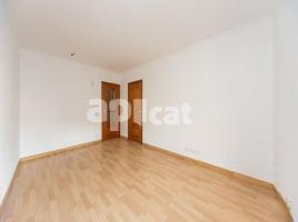 For rent flat, 64 m², near bus and train