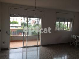 For rent flat, 120 m², near bus and train