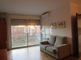 For rent flat, 80 m², close to bus and metro