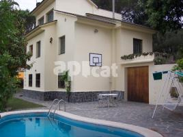 Houses (villa / tower), 219.01 m², Catalunya