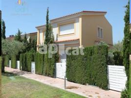 Houses (detached house), 118 m², near bus and train, almost new