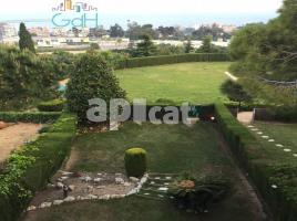 Terraced house, 404 m², near bus and train