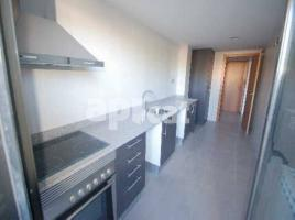 For rent flat, 97 m², near bus and train, almost new, GAUDÍ