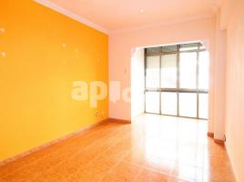 Flat, 71 m², close to bus and metro