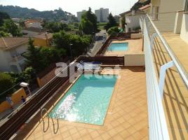 Houses (terraced house), 250 m², almost new