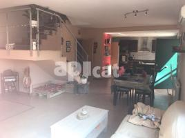 Flat, 251 m², near bus and train, new