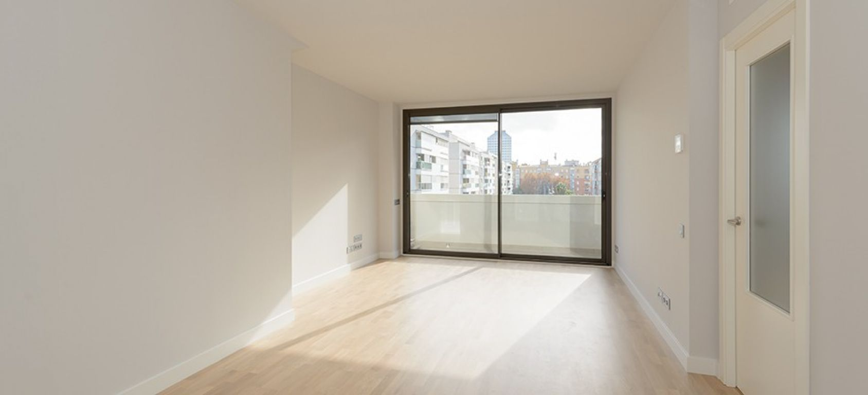 New home - Flat in, 105 m², close to bus and metro, new