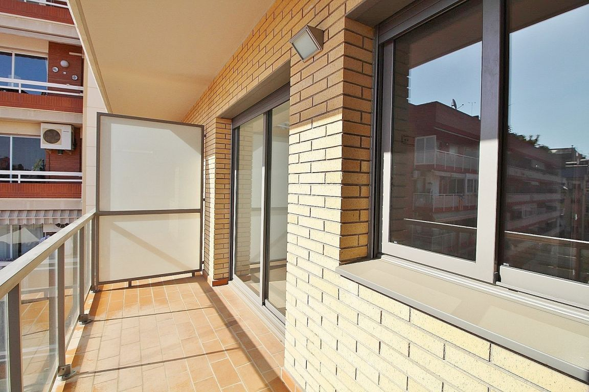 New home - Flat in, 51 m², near bus and train