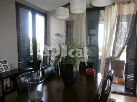 Houses (villa / tower), 220.00 m², near bus and train, almost new
