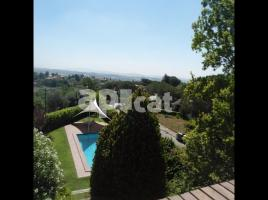 Houses (detached house), 380.00 m², near bus and train, almost new