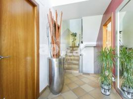 Houses (detached house), 254 m², near bus and train, almost new