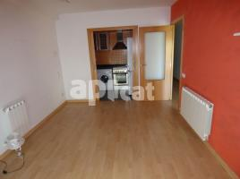 For rent flat, 69 m², near bus and train, almost new