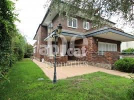 For rent Houses (detached house), 700.00 m², near bus and train