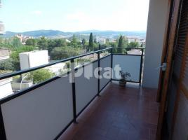 For rent flat, 105 m², near bus and train