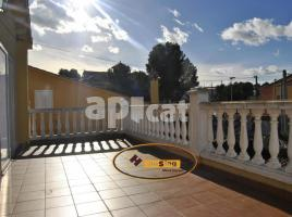 Houses (villa / tower), 225.00 m², near bus and train, almost new