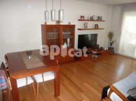 Flat, 100 m², near bus and train, almost new