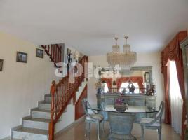 Houses (villa / tower), 700.00 m², near bus and train